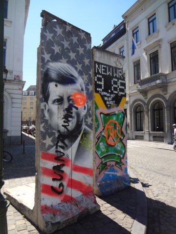 Place Lux : de véritables pans du Mur de Berlin à l'abandon !